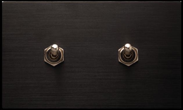 古典系列金屬黑/二開關蓋板組 1